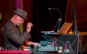 Wayne Horvitz performing