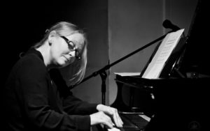 Robin Holcomb performs at the 2017 Earshot Jazz Festival