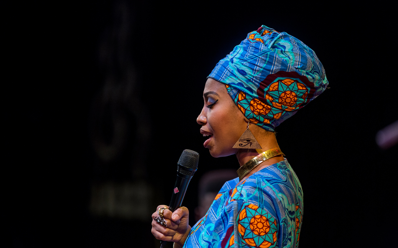 Jazzmeia Horn singing, photo by Daniel Sheehan.