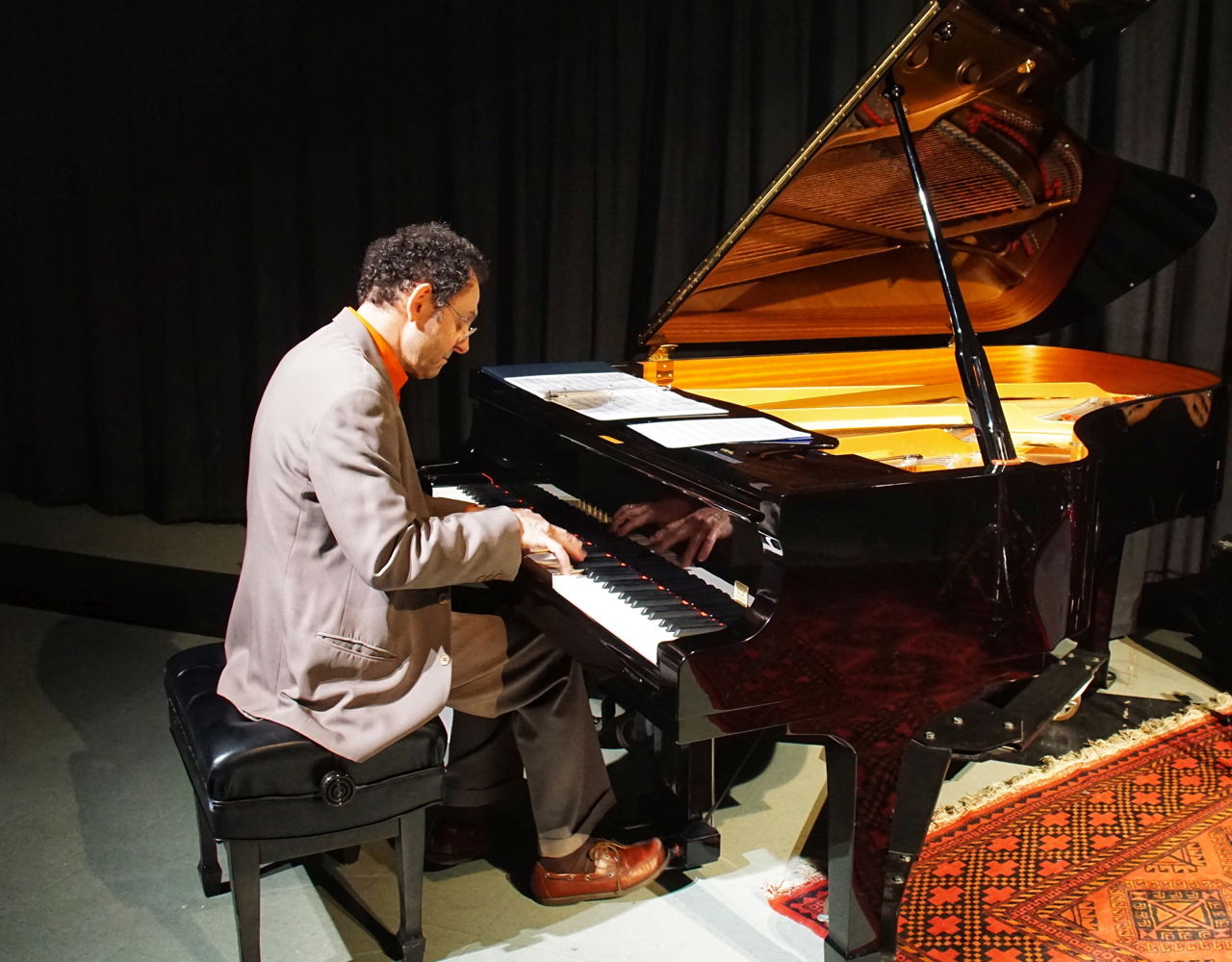 Francesco Crosara plays the piano.