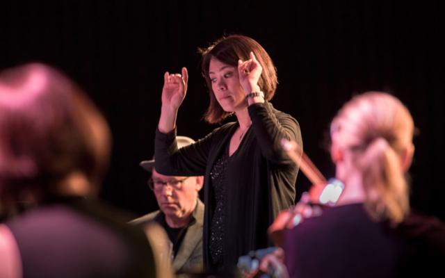 Julia Tai conducting the Seattle Modern Orchestra